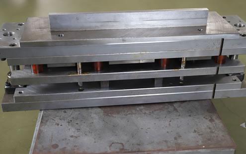 量産用絞り金型